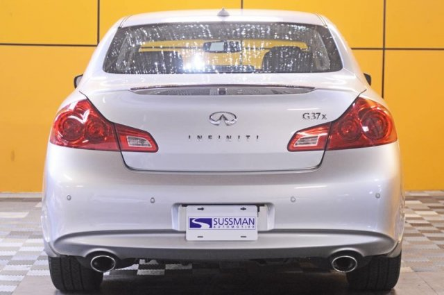 Pre-Owned 2011 INFINITI G37 Sedan x